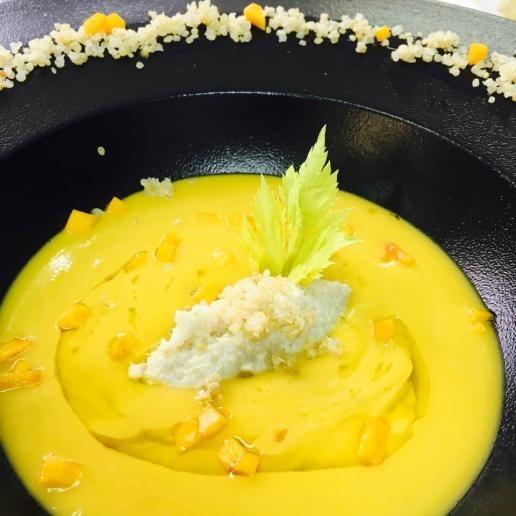 Crema di zucca gialla con chenelle di sogliola e quinoa